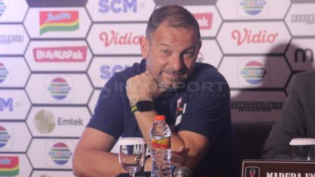 Dejan Antonic pelatih Madura United dalam jumpa pers - INDOSPORT