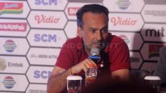 Indosport - Fabio Lopez pelatih Borneo FC dalam jumpa pers