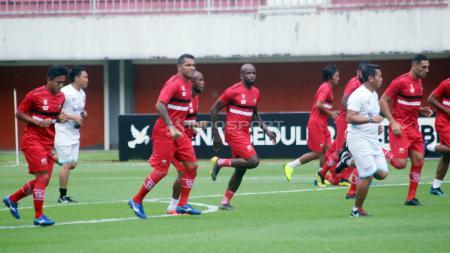 Tim Madura United saat latihan di Stadion Maguwoharjo, Sleman. - INDOSPORT