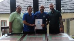 Indosport - PSIS Semarang resmi merekrut striker asal Brasil, Claudir Junior Marini.