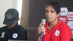 Indosport - Pelatih Persipura Jayapura Luciano Leandro dalam jumpa pers