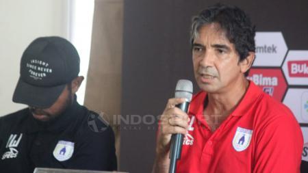 Pelatih Persipura Jayapura Luciano Leandro dalam jumpa pers - INDOSPORT