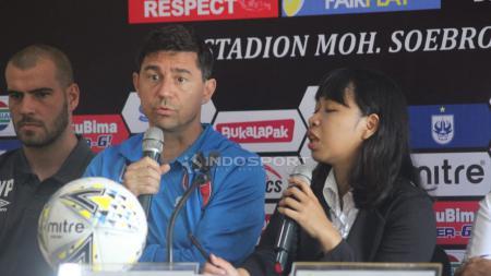 Pelatih PSM Makassar, Darije Kalezic saat preskon. - INDOSPORT