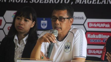 Pelatih PSIS Semarang, Jafri Sastra saat konferensi pers. - INDOSPORT