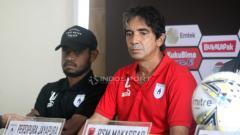 Indosport - Pelatih Persipura Jayapura, Luciano Leandro saat mengikuti konfrensi pers.