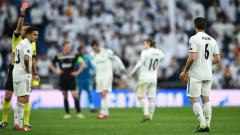Indosport - Nacho saat di ganjar kartu merah oleh wasit pada laga Liga Champions 16 besar di stadion Bernabeu, Rabu (06/03/19) Spanyol.