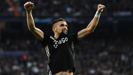 Bintang Ajax Amsterdam, Dusan Tadic, siap puaskan birahi timnya untuk hancurkan lini belakang Liverpool di Liga Champions. - INDOSPORT