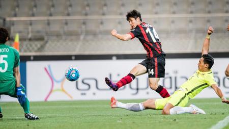 Jo Chan Ho tengah mengeksekusi bola ke arah gawang lawan - INDOSPORT