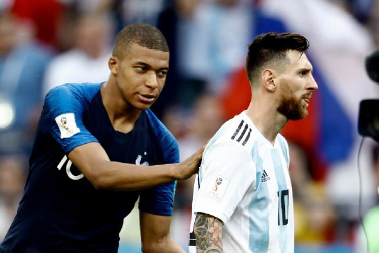 Kylian Mbappe dan Lionel Messi saat bertemu di Piala Dunia 2018 kemarin. Copyright: INDOSPORT