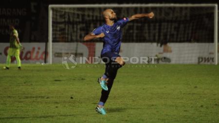 Claudir Marini Jr. berselebrasi usai mencetak gol ke gawang Persipura Jayapura di laga Liga 1 2019. - INDOSPORT
