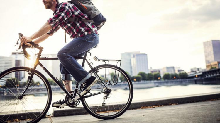 Tips aman bersepeda untuk berangkat ke kantor Copyright: MNN