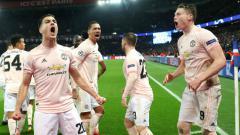 Indosport - Diogo Dalot saat merayakan kemenangan dramatis Manchester United saat singkirkan PSG di Liga Champions, Kamis (07/03/19).