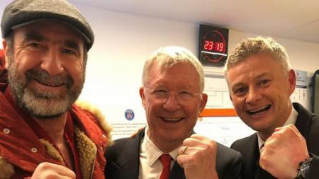 Sir Alex Ferguson (tengah) bersama Eric Cantona dan Ole Gunnar Solskjaer - INDOSPORT