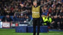 Indosport - Ole Gunnar Solskjaer terlihat mengenakan rompi bib selama pertandingan PSG vs Manchester United