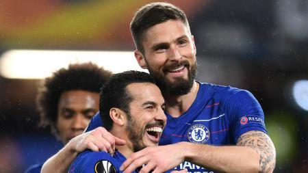 Selebrasi Giroud dan Pedro di laga Chelsea vs Dynamo Kiev, Jumat (08/03/19). - INDOSPORT
