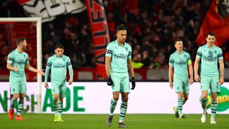 Para pemain Arsenal tertunduk lesu setelah dikalahkan oleh Rennes di leg pertama babak 16 besar Liga Europa. - INDOSPORT