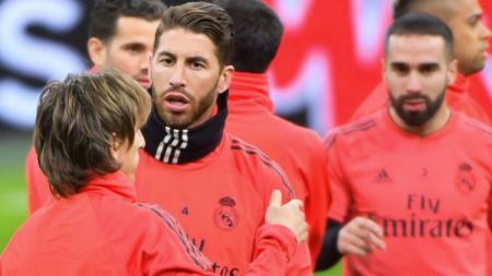 Kapten Real Madrid, Sergio Ramos bersama rekan satu timnya dalam sesi latihan - INDOSPORT