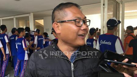 Manajer Bhayangkara FC, Sumardji ditemui awak media saat latihan Timnas. - INDOSPORT