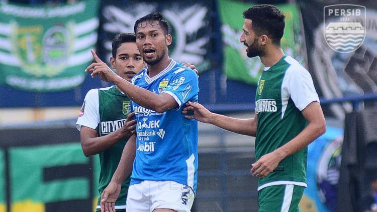 Saepuloh Maulana menjalani laga debut saat Persebaya Surabaya vs Persib Bandung di Piala Presiden 2019, Kamis (07/03/19). Copyright: persib.co.id