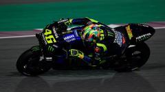 Indosport - Valentino Rossi mengendarai motor Yamaha YZR-M1 jelang MotoGP 2019.