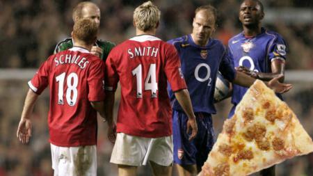 Insiden Pizzagate terjadi di laga klasik Liga Inggris yang pertemukan Arsenal lawan Manchester United. - INDOSPORT