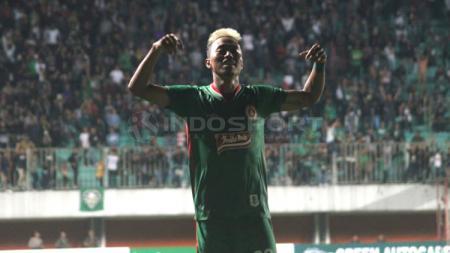 Pemain PSS Sleman, Kushedya Hari Yudo berselebrasi usai mencetak gol. - INDOSPORT