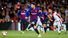 Indosport - Gol penalti Lionel Messi ke gawang Rayo Vallecano, Minggu (10/03/19).