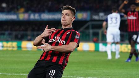 Rumor bursa transfer: Manchester United mulai mencari sosok striker baru setelah kehilangan Romelu Lukaku dan Alexis Sanchez sekaligus ke Inter Milan, Krzysztof Piatek salah satunya. - INDOSPORT