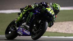Indosport - Valentino Rossi memamerkan teknik pengereman keren yang membuatnya masih layak dijuluki Raja Tikungan MotoGP.
