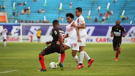 Ada 2 pemain sepak bola asal Indonesia yang pernah membela PSM Makassar dan Persipura Jayapura di Liga 1. - INDOSPORT