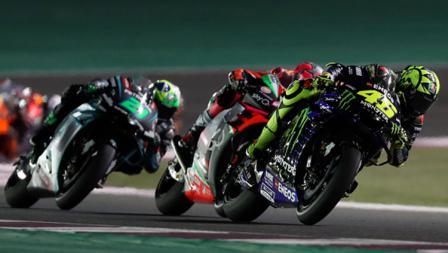 Aksi Valentino Rossi di MotoGP 2019 Qatar. Sayang dirinya gagal finis di tiga besar.