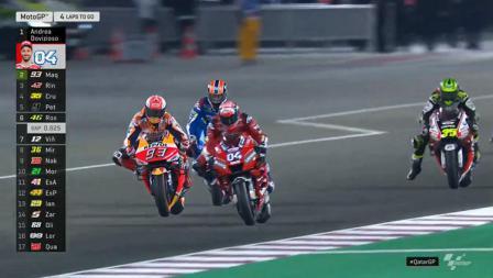 Momen duel seru Marc Marquez dan Andrea Dovizioso merebutkan posisi terdepan.