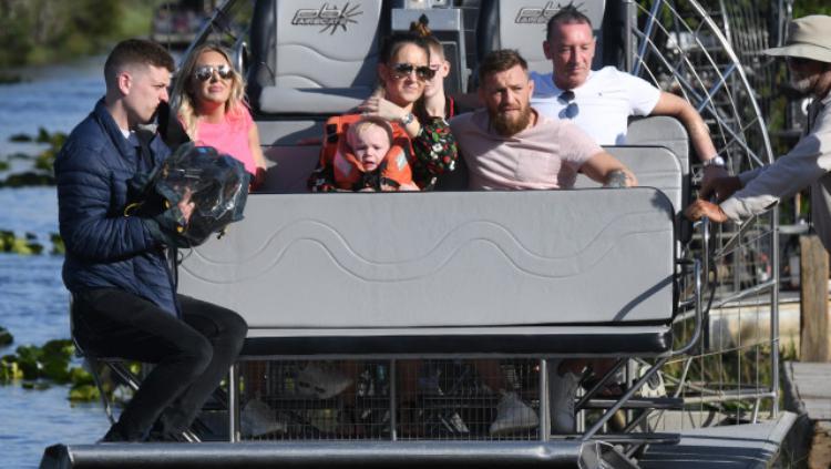Conor McGregor ajak keluarganya ke pusat penangkaran buaya Copyright: The Mega Agency, Via The Sun