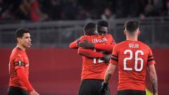 Indosport - Selebrasi para pemain Rennes saat kalahkan Arsenal di leg pertama babak 16 besar Liga Europa 2018/19.