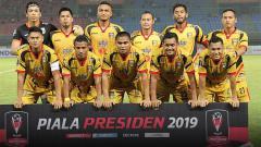 Indosport - Mitra Kukar saat tampil di pertandingan Piala Presiden 2019.