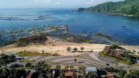Tahap pembangunan Sirkuit Mandalika, Nusa Tenggara Barat (NTB) untuk kejuaraan MotoGP 2021 telah mencapai 60 persen. - INDOSPORT