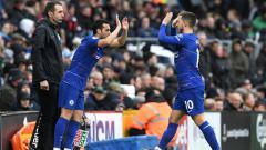 Indosport - Eden Hazard pergi meninggalkan lapangan pertandingan digantikan Pedro