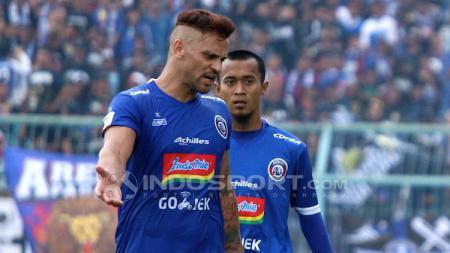 Robert Lima Guimaraes yang berpamitan kepada skuat Arema FC pada Rabu (24/4/19). - INDOSPORT