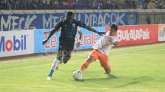Indosport - Ezechiel N'douassel dijegal pemain Perseru, Yericho.