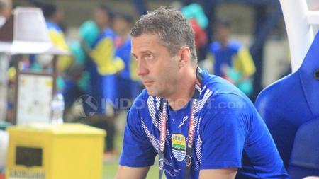 Mantan pelatih Persib, Miljan Radovic turut memberi dukungan untuk kesembuhan Muhammad Natshir. Arif Rahman/INDOSPORT. - INDOSPORT