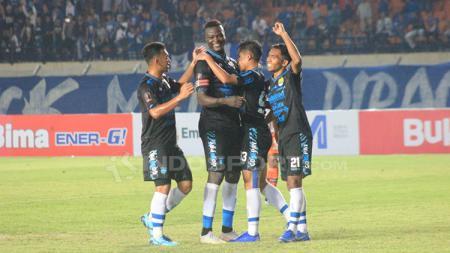 Persiapan latihan Persib Bandung untuk putaran kedua Shopee Liga 1 2019 pada Kamis (5/9/19) di Lapangan Lodaya terganggu karena tak dihadiri delapan pemainnya. - INDOSPORT