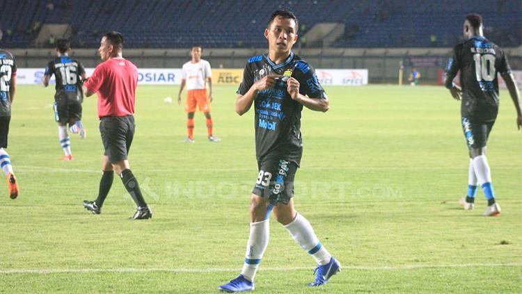 Selebrasi gol Erwin Ramdani ke gawang Perseru Serui. Copyright: Arif Rahman/INDOSPORT