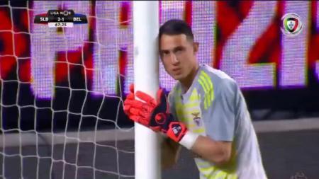 Ekspresi kiper Benfica, Odisseas Vlachodimos usai melakukan blunder dalam laga melawan Belenenses - INDOSPORT
