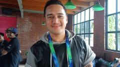 Indosport - Mario Lawalata, aktor berbakat pecinta olahraga basket dan sepak bola