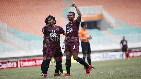Aksi selebrasi pemain PSM Makassar usai Ferdinand Sinaga cetak gol - INDOSPORT