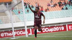 Pemain PSM Makassar, Ferdinand Sinaga melakukan selebrasi usai cetak gol.