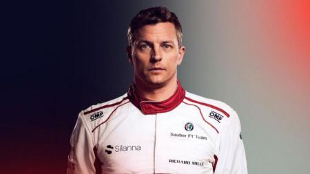 Kemampuan pembalap tim Alfa Romeo, Kimi Raikkonen, dinilai tak seapik rekan sejawatnya di ajang Formula 1 (F1), Lewis Hamilton dan Fernando Alonso. - INDOSPORT