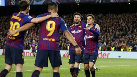 Pemain Barcelona Melakukan selebrasi - INDOSPORT