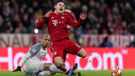 James Rodriguez meringis kesakitan ditekel Fabinho. - INDOSPORT