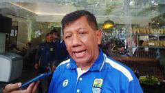 Indosport - Komisaris PT PBB, Kuswara S Taryono, saat ditemui di salah satu rumah makan Bandung menjelang Liga 1, Kamis (14/3/19).